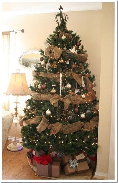 Burlap Garland To Decorate A Christmas Tree It S Cheap And Cute