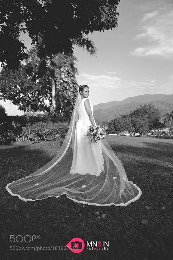 Black and White Wedding by moisesnavasfda