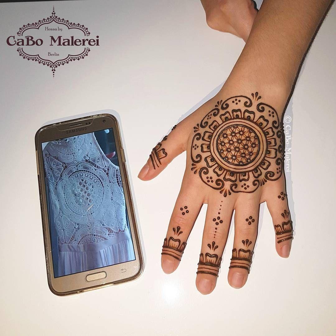Die Vorlage für das #Henna Muster war die weiße Spitze des Kleides ...