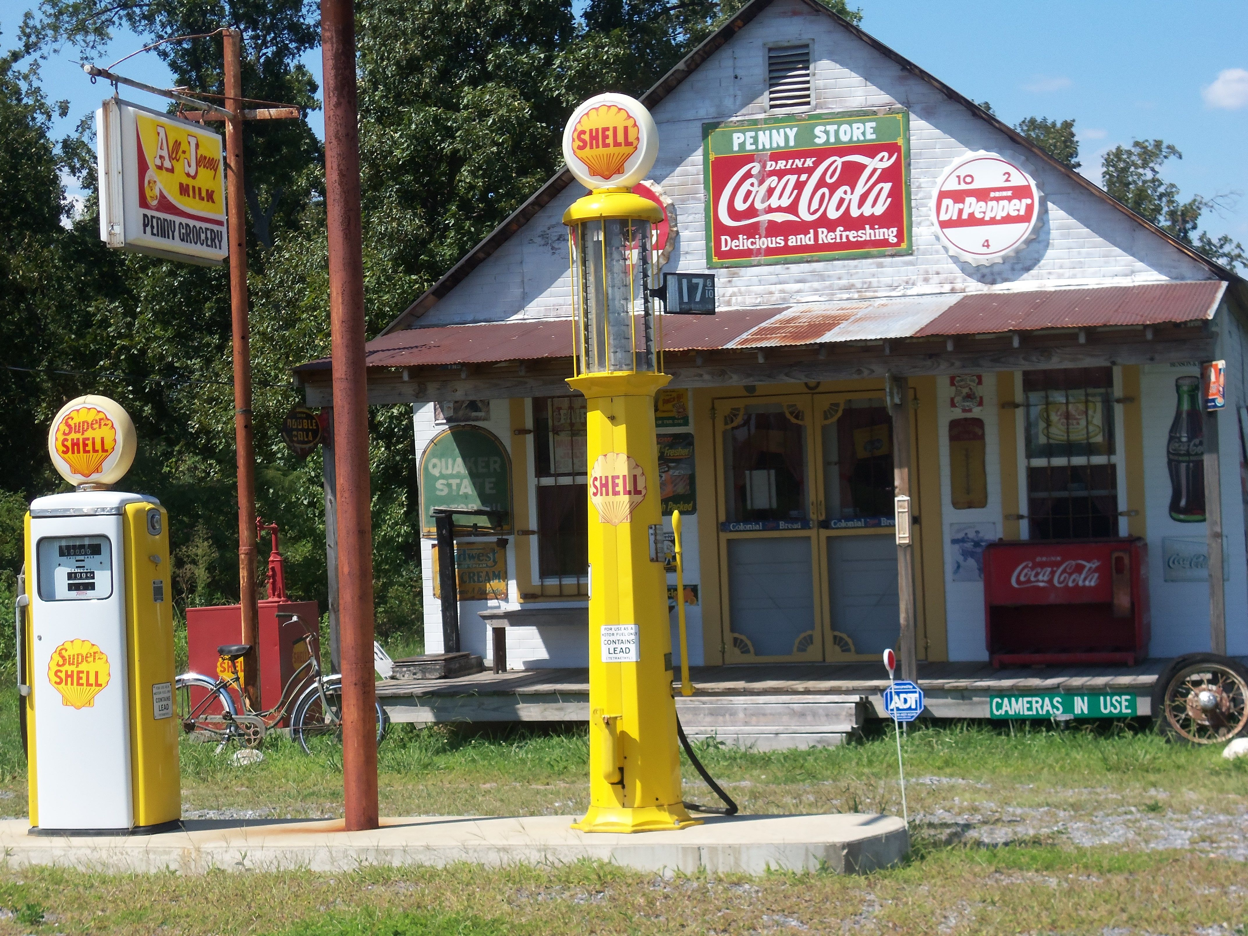 Old Man S Cave General Store : This is a neat old country grocery store located in