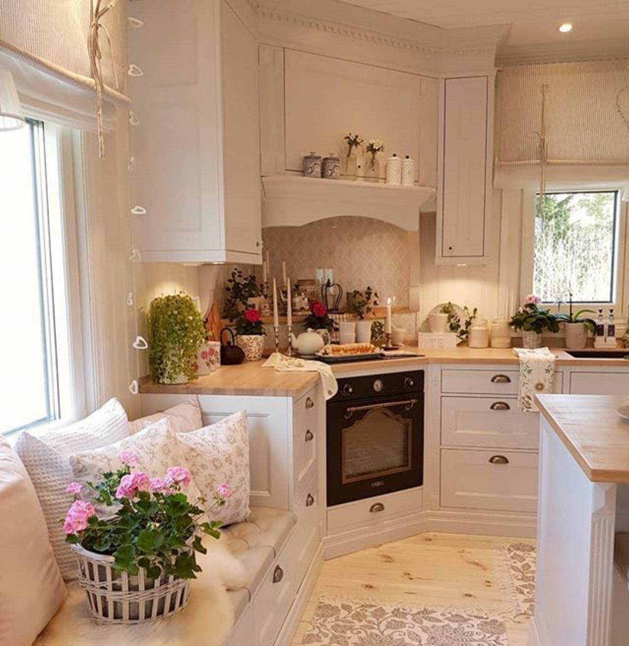 Pin by Lilibeth Hennessy on home decor | Home kitchens ...
