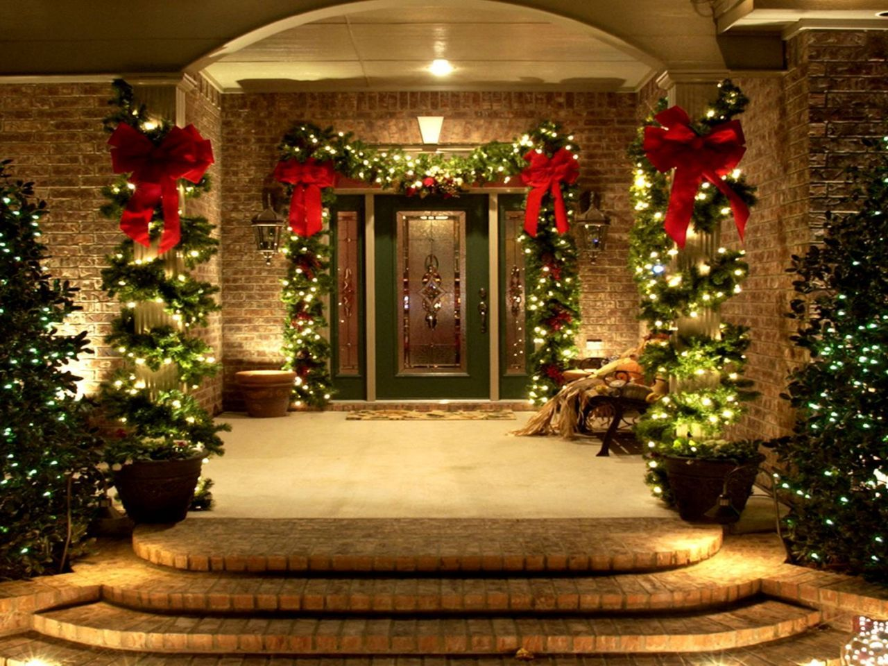 Use of lighting and decorative plants to the outdoor for Holiday decorated homes