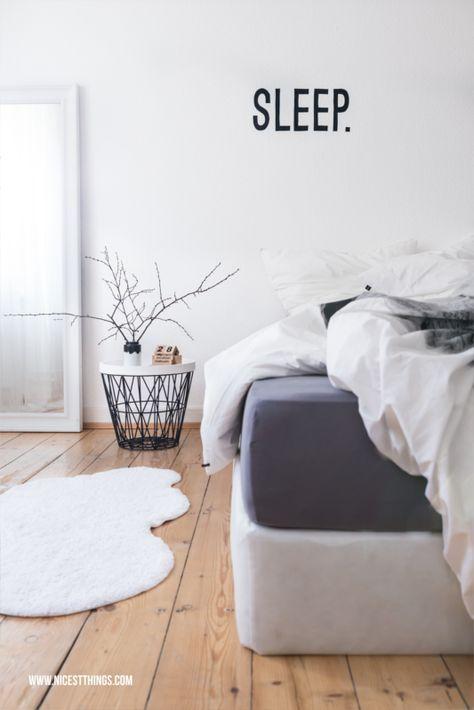 Weißes Schlafzimmer, Drahtkorb Tisch & Wolkenteller