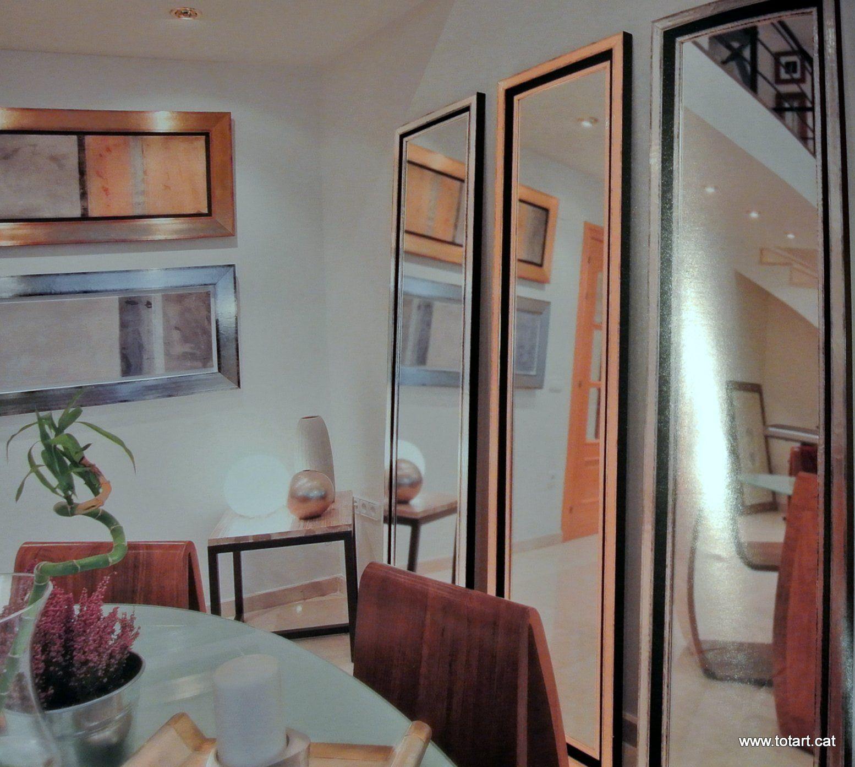 Marcos para espejos en tienda de marcos en barcelona for Ideas para enmarcar espejos