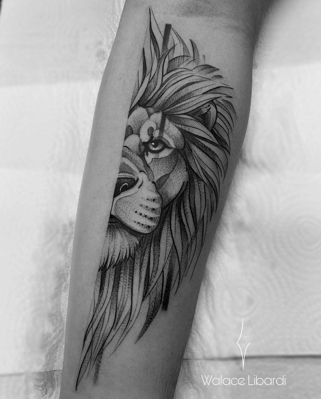 "Walace Libardi on Instagram: ""🦁 #lion #leao #blackwork #electricink #dotwork #walacelibardi #blackwork #tatuagem #Tattoo #Tattooing #Tattooed#TattooWork #TattooWorkers…"""