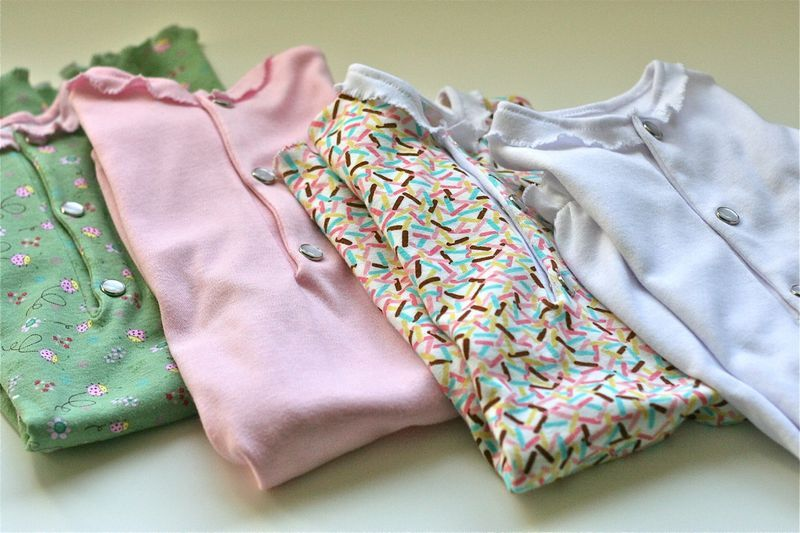 Gingercake yet again, Newborn Baby Gowns. Lots of other great sewing ...