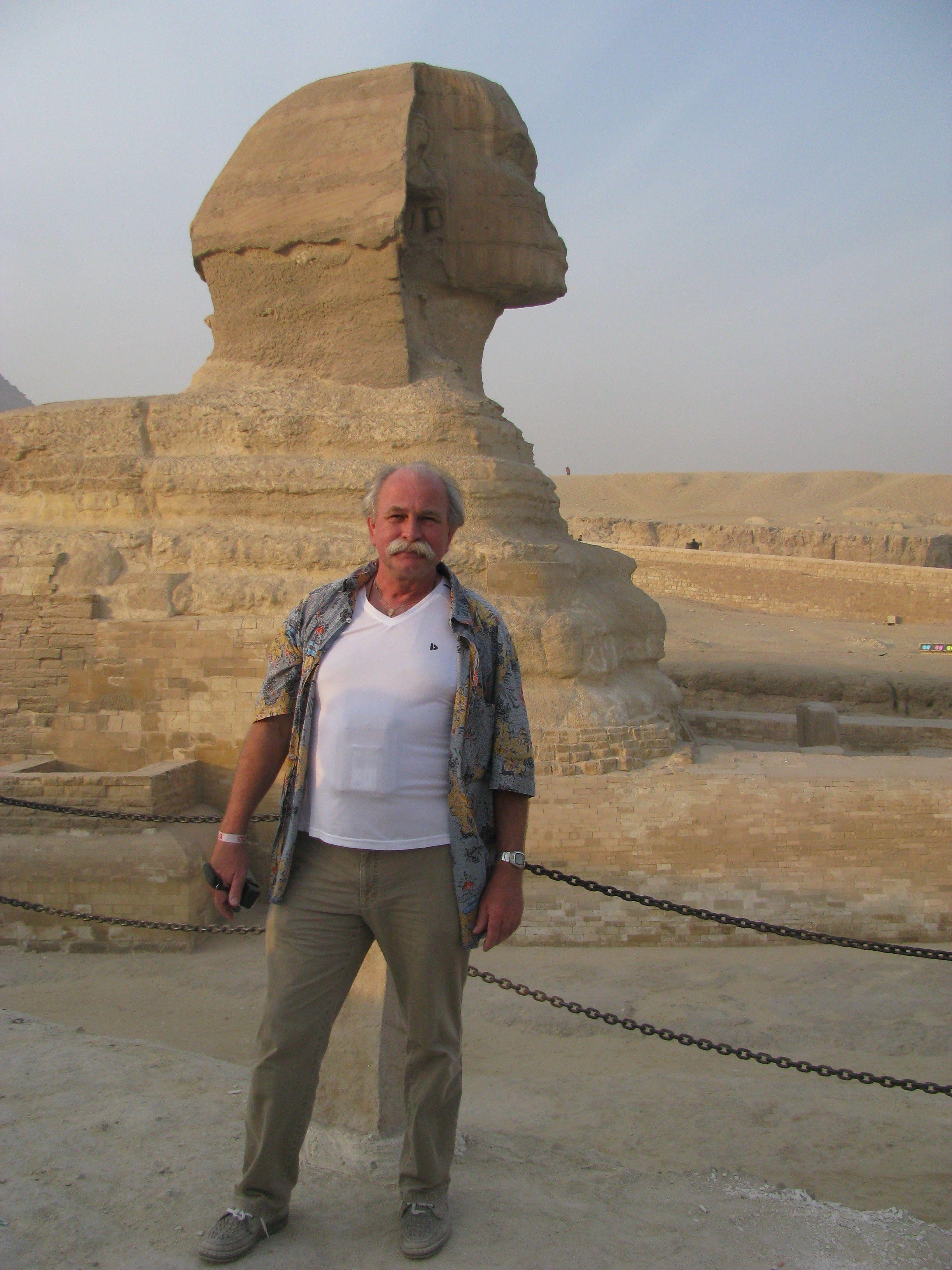 Bij de sfinx bij Cairo
