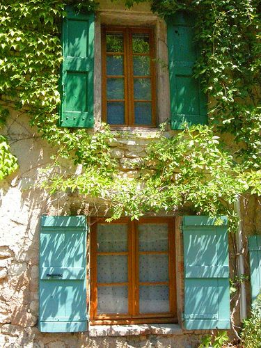 Shutters ~ Monieux ~ Provence  ~ France  다른 색으로 해도 괜찮네?