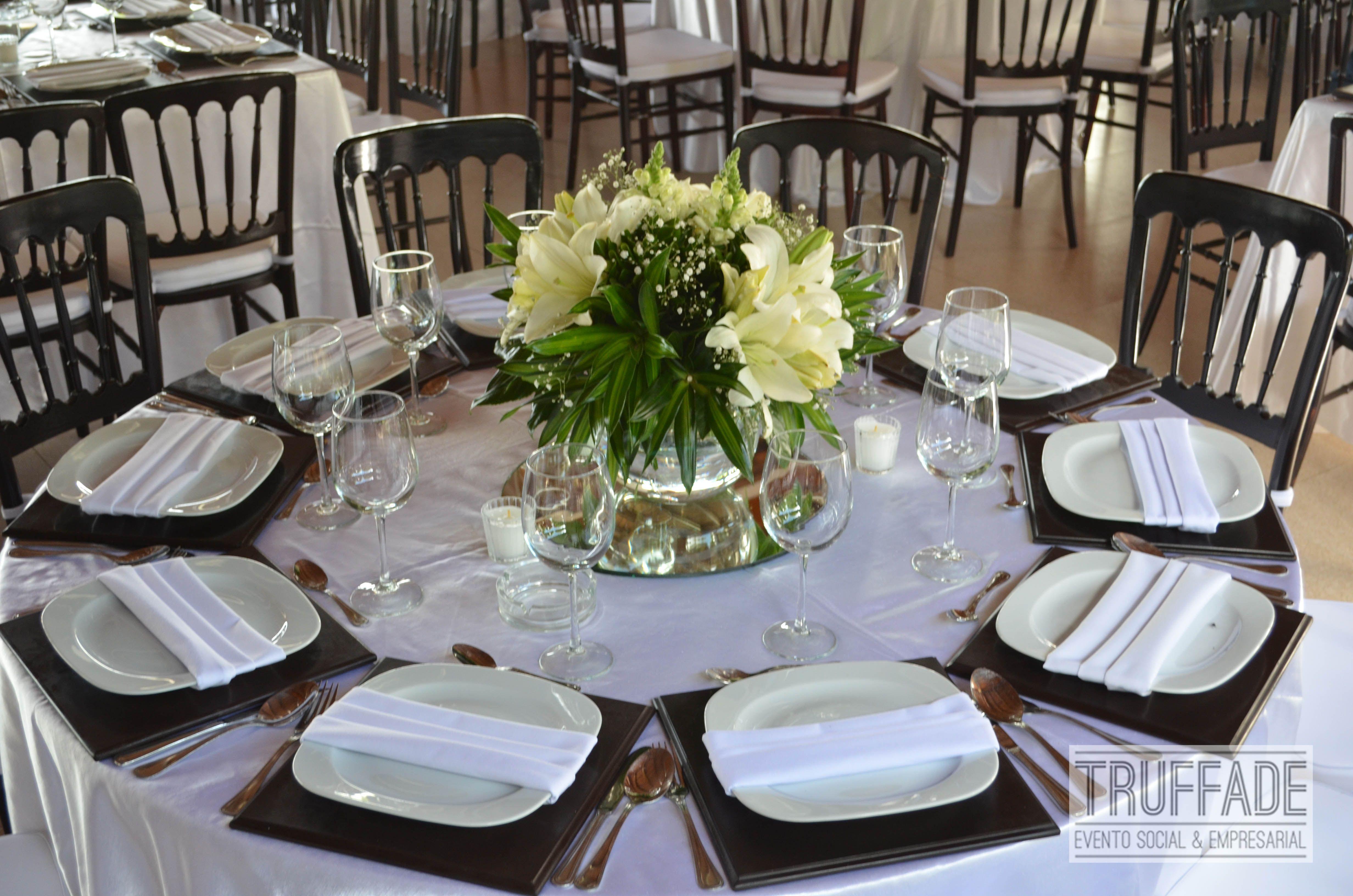 Mesa redonda con florero para centro de mesa tono ivory - Mesa centro redonda ...