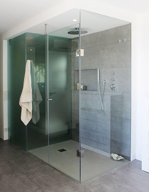 Dormitorio con cuarto de baño integrado: baño con ducha | Koupelna ...