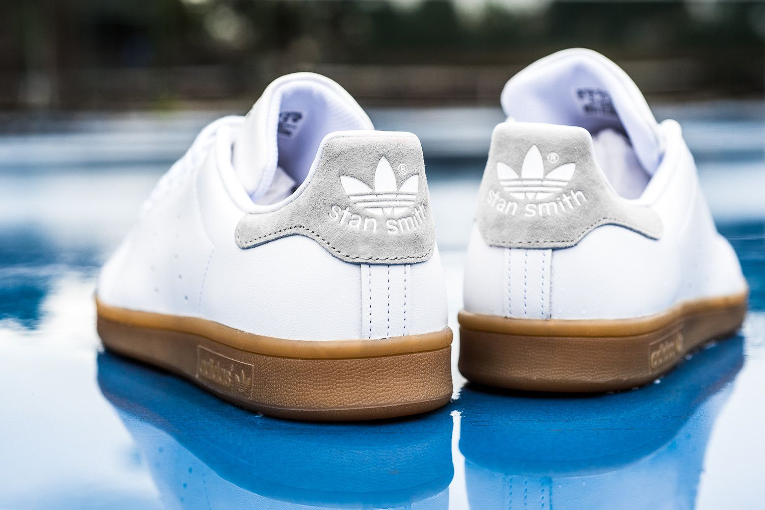 Dressing Chaussures Adidas Originals Stan Smith White Gum Sneaks And Socks