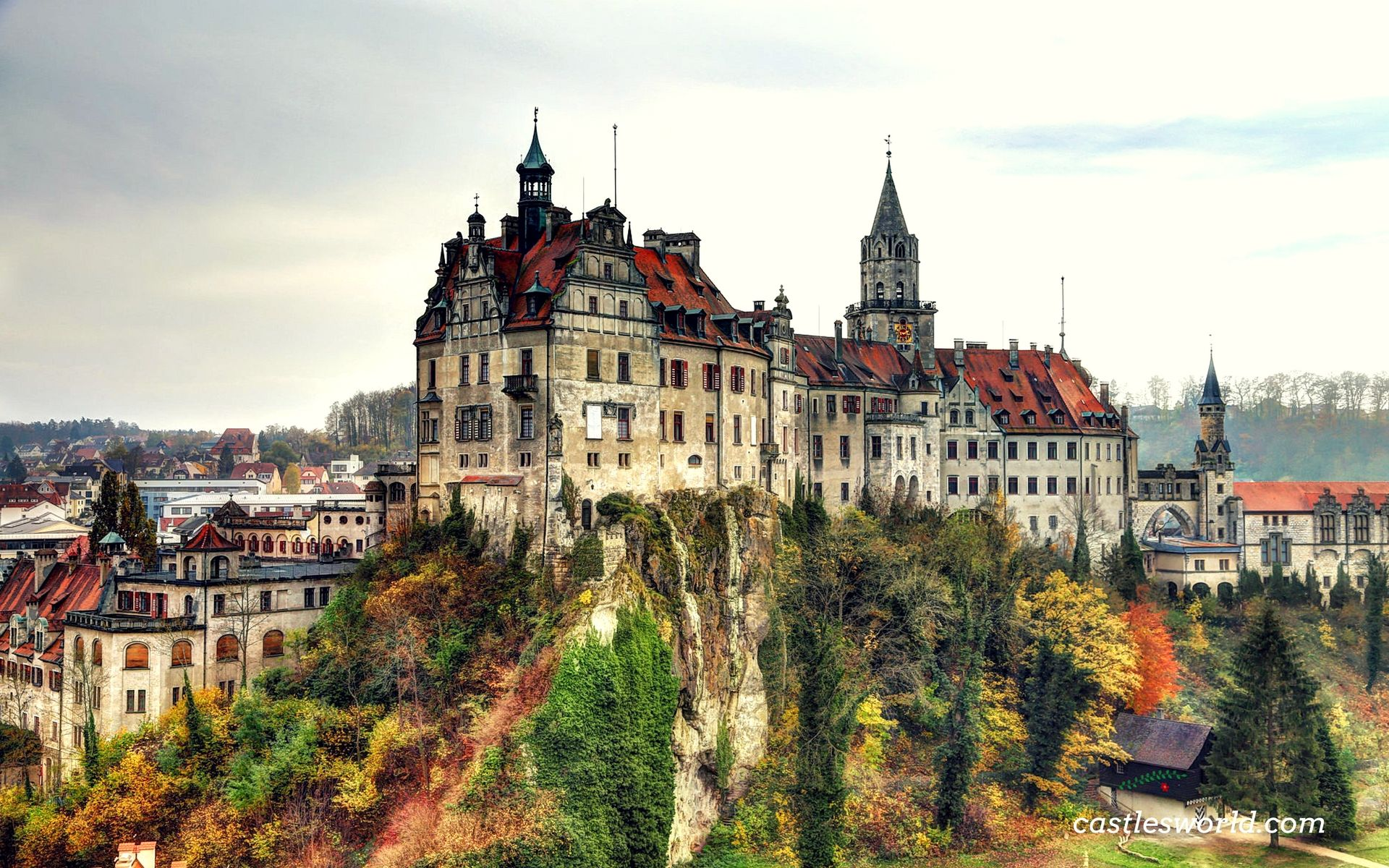 Sigmaringen Castle Germany The Princely Castle And Seat Of Government For The Princes Of Hohenzollern Sigmaringen Beautiful Castles Castle Castle On The Hill