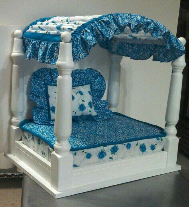perfect bed for princess puppies upcycling hunde bett. Black Bedroom Furniture Sets. Home Design Ideas