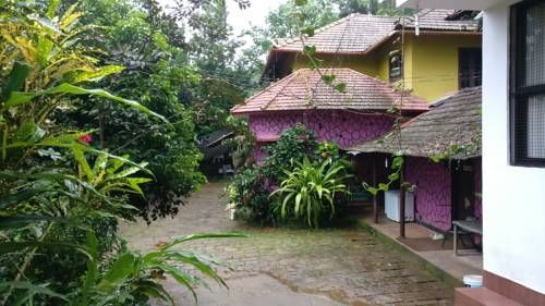 Vythiri Home Stay Vythiri Vythiri Home Stay is located in Vythiri, 1.8 km from Pookode Lake. Guests can enjoy the on-site restaurant. Free private parking is available on site.  Rooms have a TV. Some units have a seating area for your convenience.