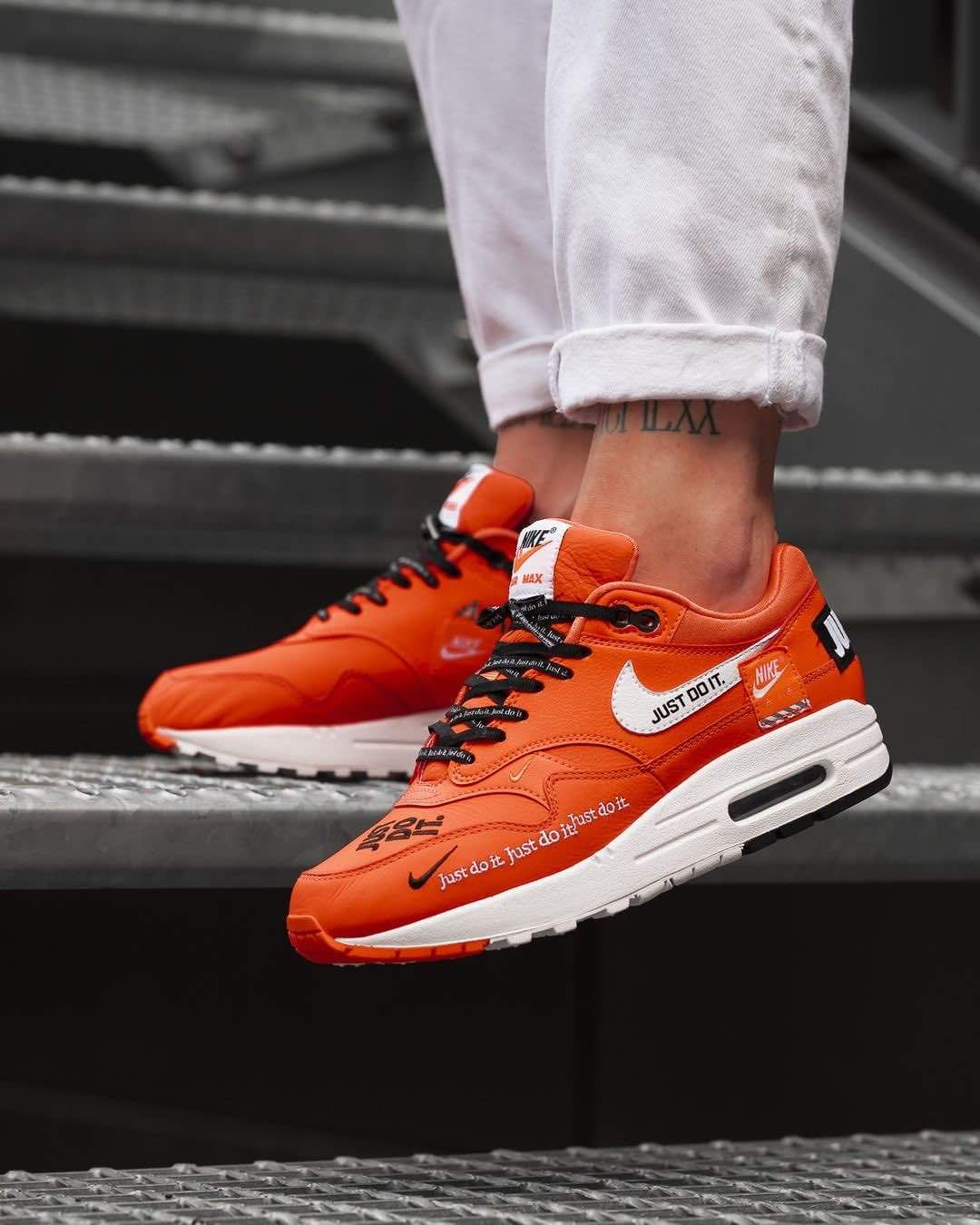 brand new 66fcc 21ee1 Nike Air Max 1 Lux « Just Do It » Orange   Black   White Credit   Overkill