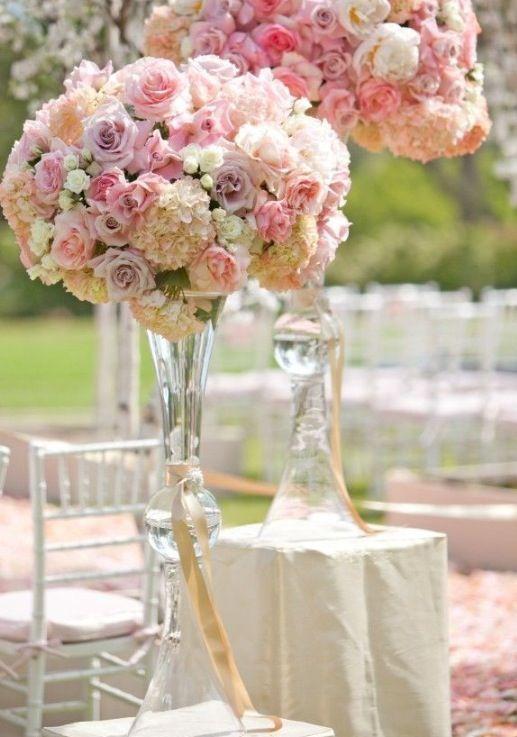 Centro De Mesa Alto Con Rosas Beautiful Wedding Decorations Wedding Decorations Wedding Centerpieces