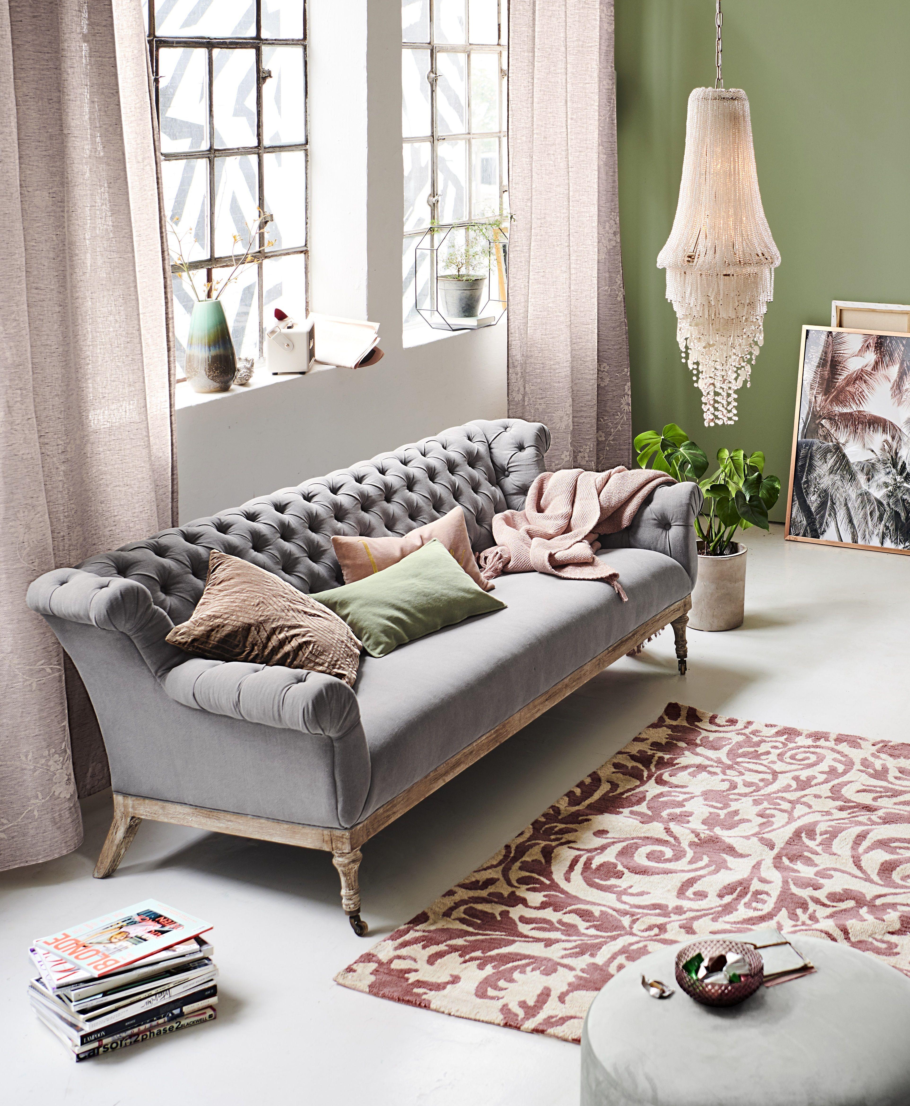Klassischer Chesterfield Look Chouch Sitzmöbel Wohnraum