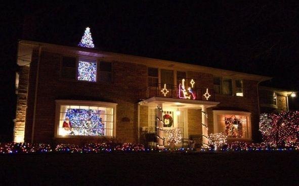 Diese unfassbar riesigen Weihnachtsbaum. | 19 Totally Amusing Christmas Decorations