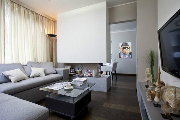 wohnzimmer-modern-einrichten-graue-moebel-gas-kamin-raumteiler - wohnzimmer modern dekorieren