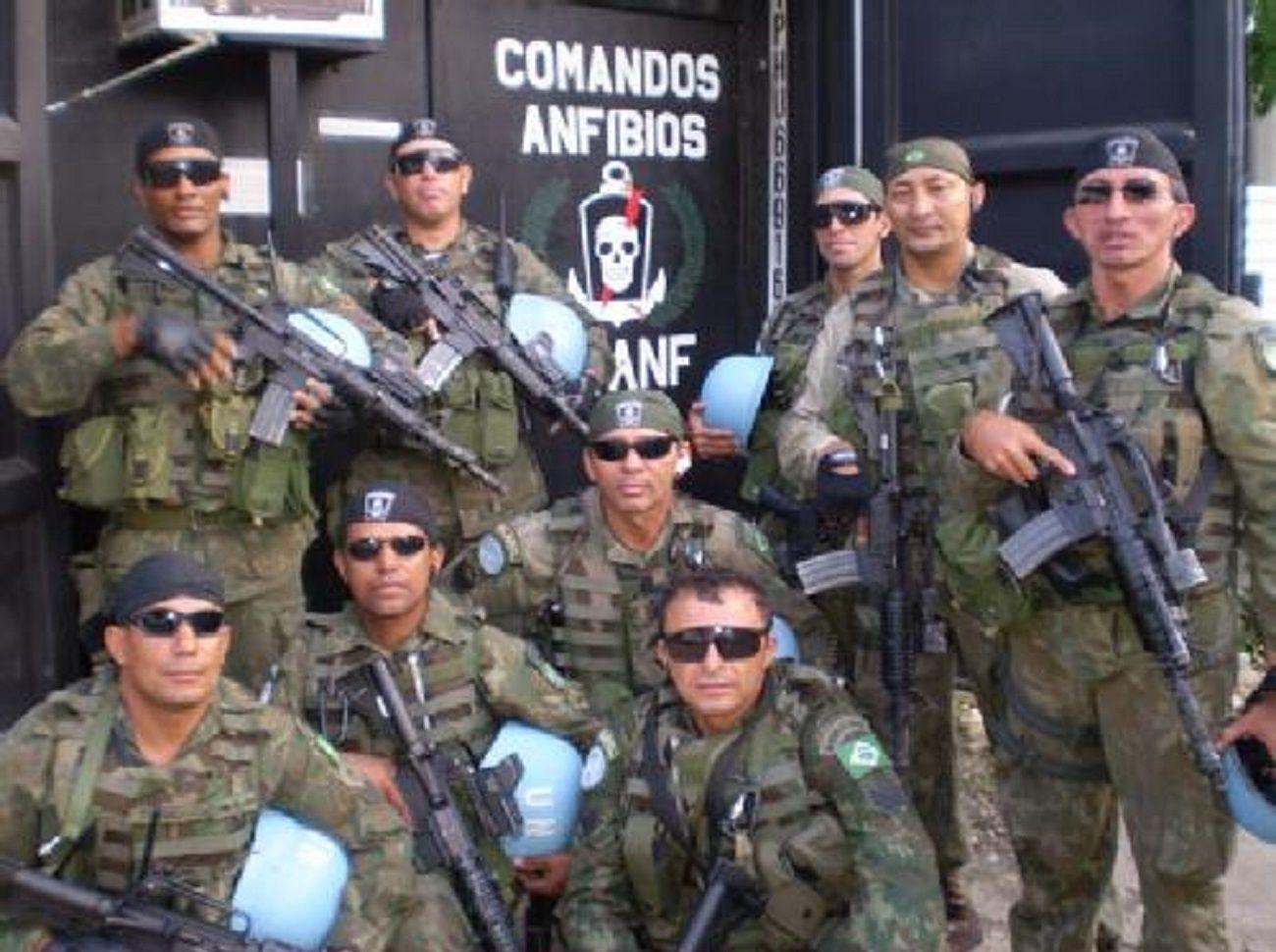 Soldados dos Comandos Anfíbios (COMANF) dos Fuzileiros Navais Brasileiros -  Marinha do Brasil no Haiti 4d21b966850