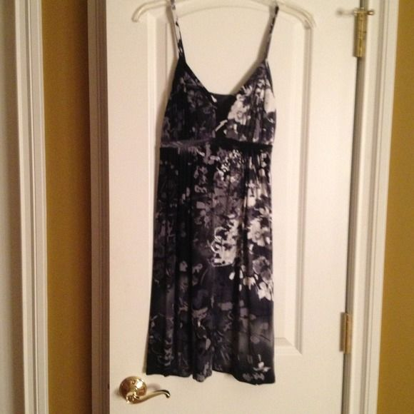 Black and white abstract print dress Very comfortable material. Only worn a few times. Express Dresses