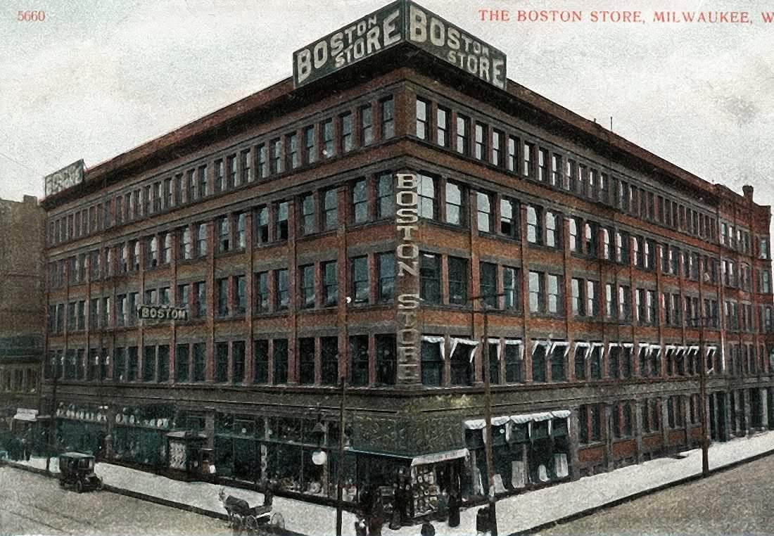 MILWAUKEE WISCONSIN MUSEUM AND PUBLIC LIBRARY MUSEUM ARCHITECTURE 1897 HISTORY