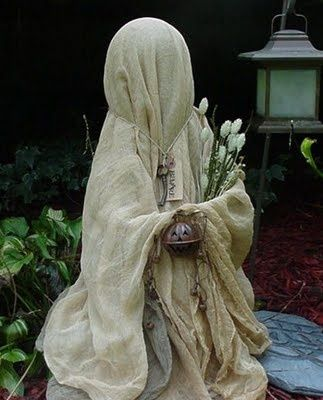 40 Easy and Creative Outdoor Halloween Ideas Halloween screams