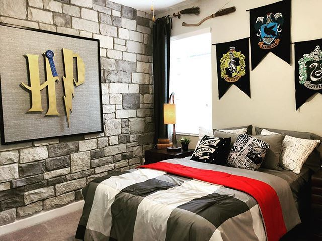Love This Harry Potter Themed Bedroom Harrypotter Harrypotterstyle Bedroomdecor Bedroomdesign Vacationhome Architecture And Home Decor