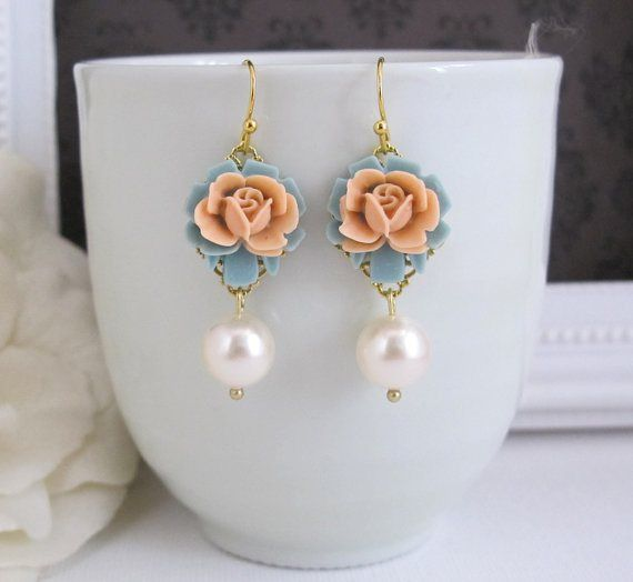 Peach and light blue earrings - for more info visit http://themerrybride.org/2014/11/28/peach-and-light-blue-wedding-2/
