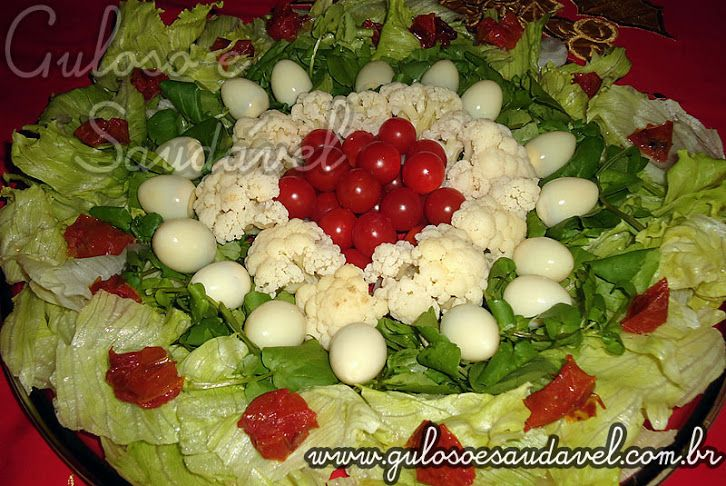 Salada de couve flor,  folhas verdes, tomatinhos.....