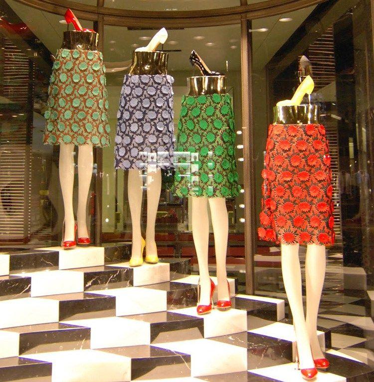 new products 9e70e f80ad Negozi di scarpe, 20 idee vetrina con manichini ...