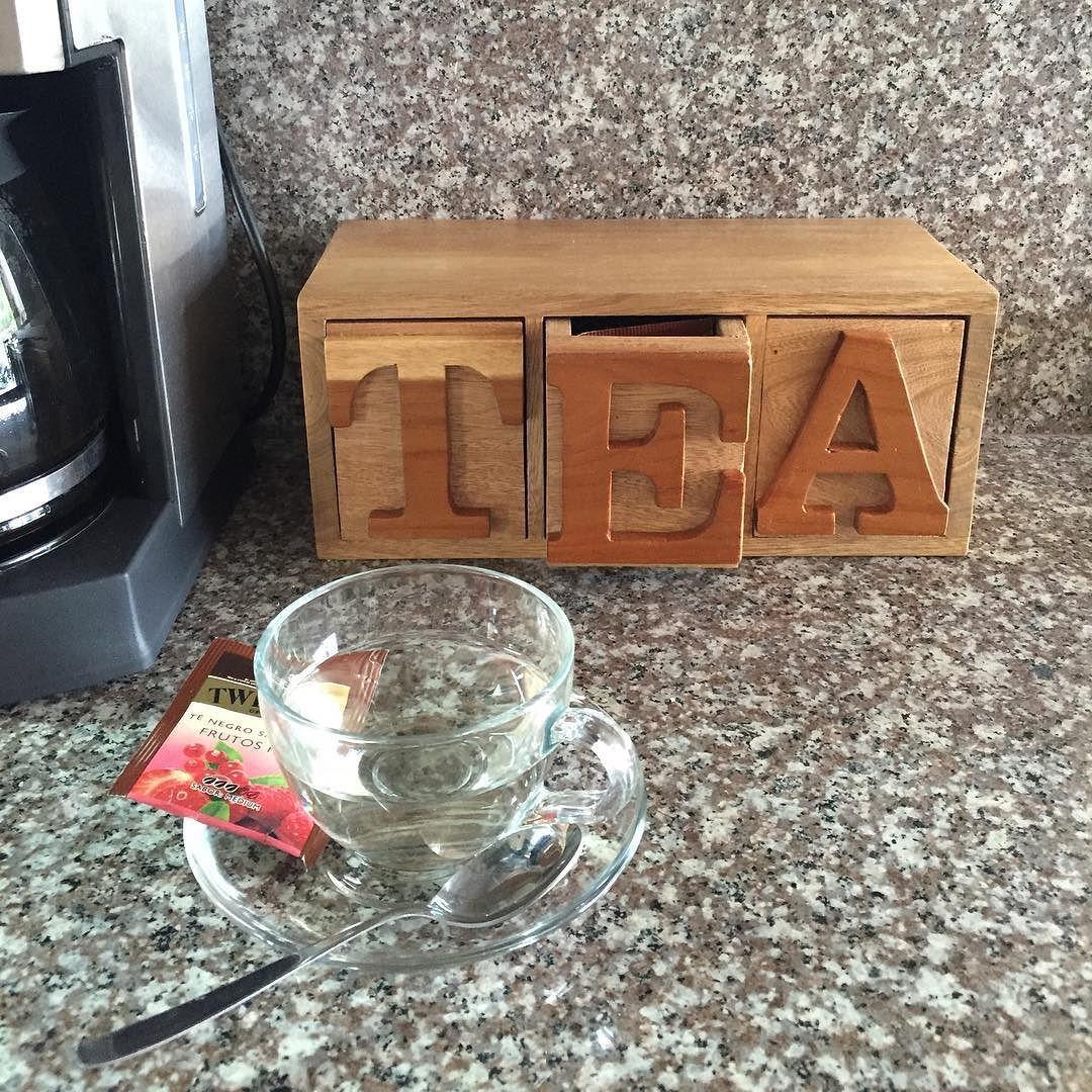 Caja de te fabricada en roble y amarillo. Foto enviada por nuestra clienta #tabla_ecuador #tabla #wood #woodwork #madera #ecuador #handmade #hechoamano #diseño #design #hechoenecuador #madeinecuador de tabla_ecuador