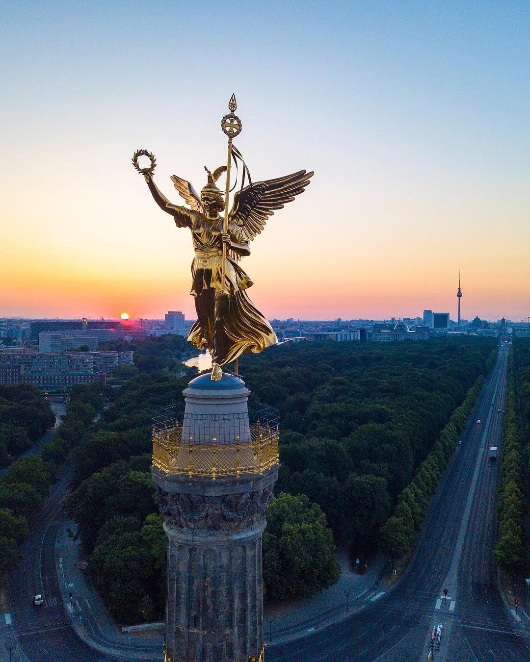 Image May Contain Sky And Outdoor Berlin Geschichte Berlin Stadt Berlin