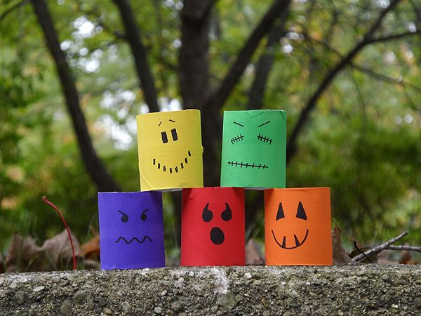 Cardboard Tube Ghouls for Halloween Cardboard tubes, Craft and - halloween decorations for kids to make