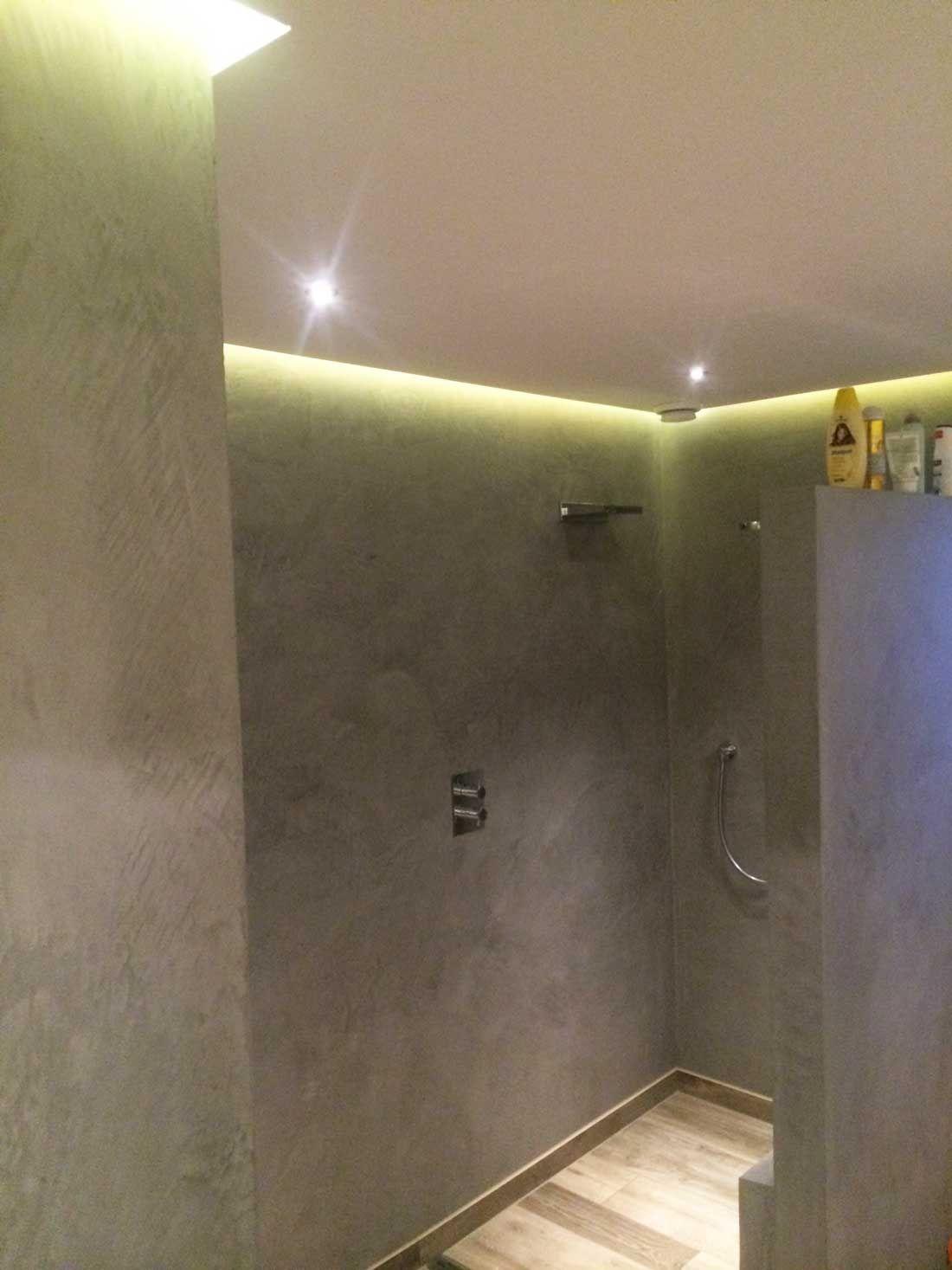 Gestucte badkamers betonlook beal mortex | BADKAMER | Pinterest