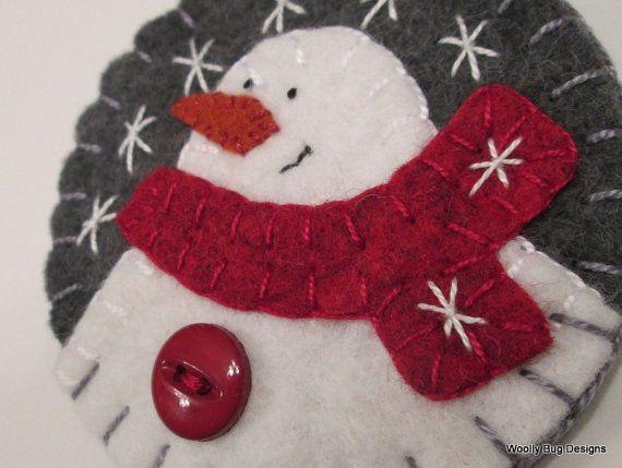 Wool Felt White Snowman Ornament Dark Gray door WoollyBugDesigns