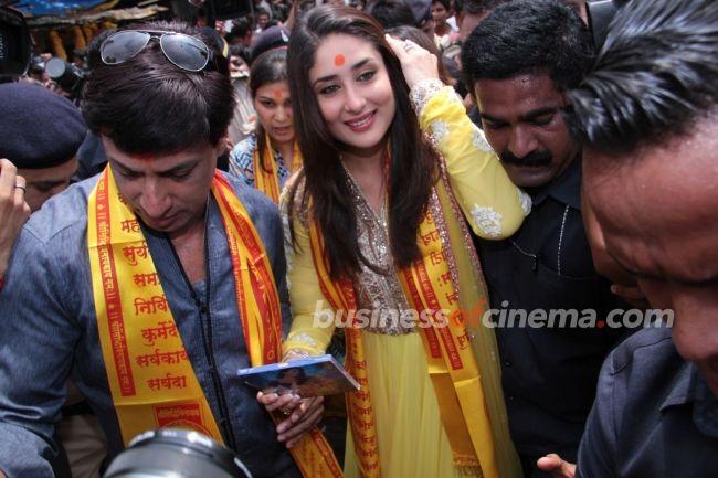 Kareena Kapoor Mobbed At 'Heroine' Music Launch!  http://photos.businessofcinema.com/photos/kareena-kapoor-releases-heroine-music-in-temple/pic_0036.jpg.html#.UEBElrP9jp8