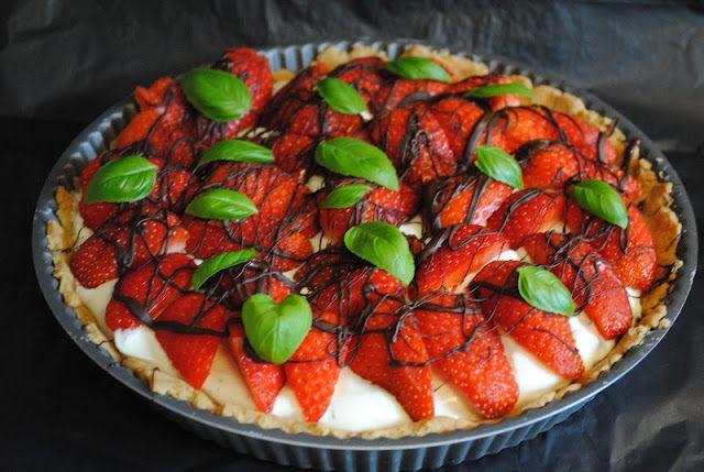 Anne's hyggested: Jordbærtærte med basilikumcreme
