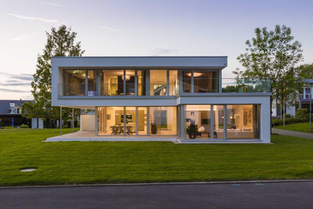 Moderne häuser innen bad  Einfamilienhaus Bilder: Musterhaus Bad Vilbel | Musterhaus, Bäder ...