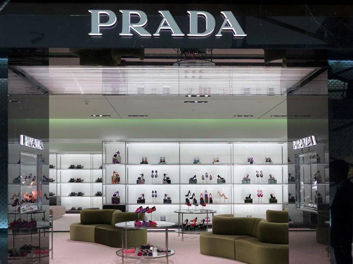 Prada store at Dubai Mall by Roberto Baciocchi, Dubai store design - store pour fenetre interieur