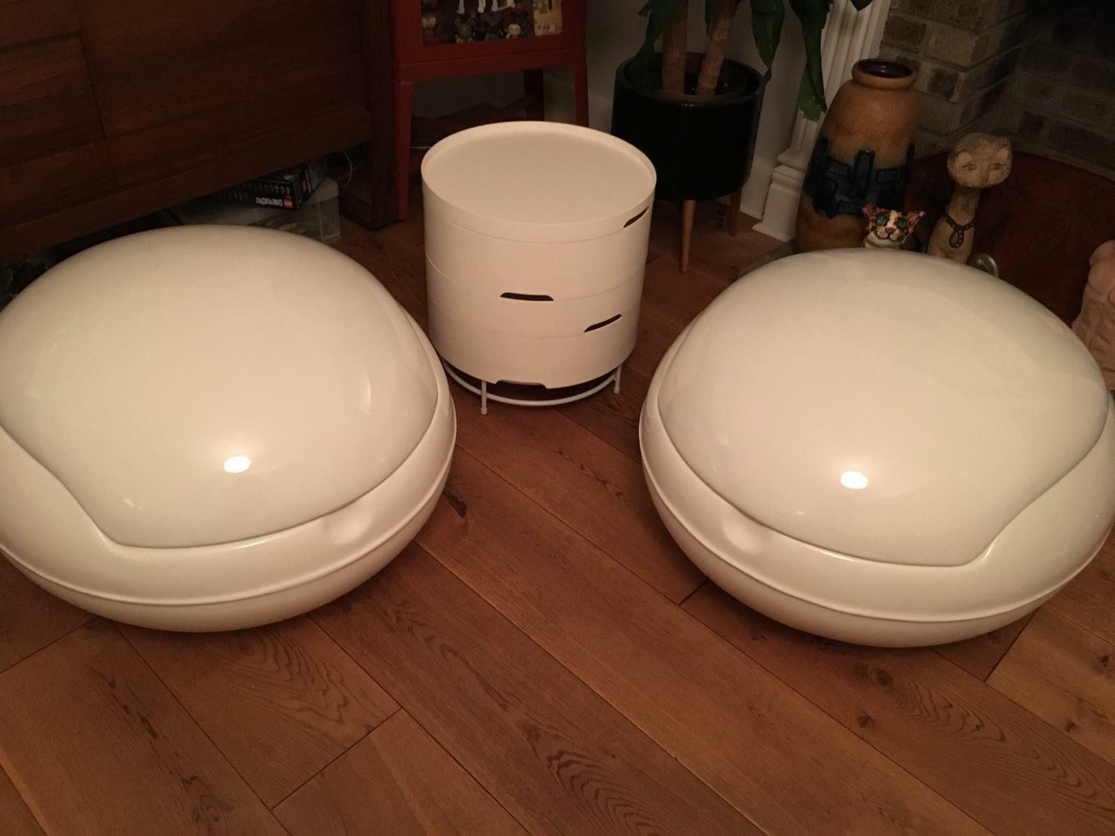 Repro E Age Clam Chairs