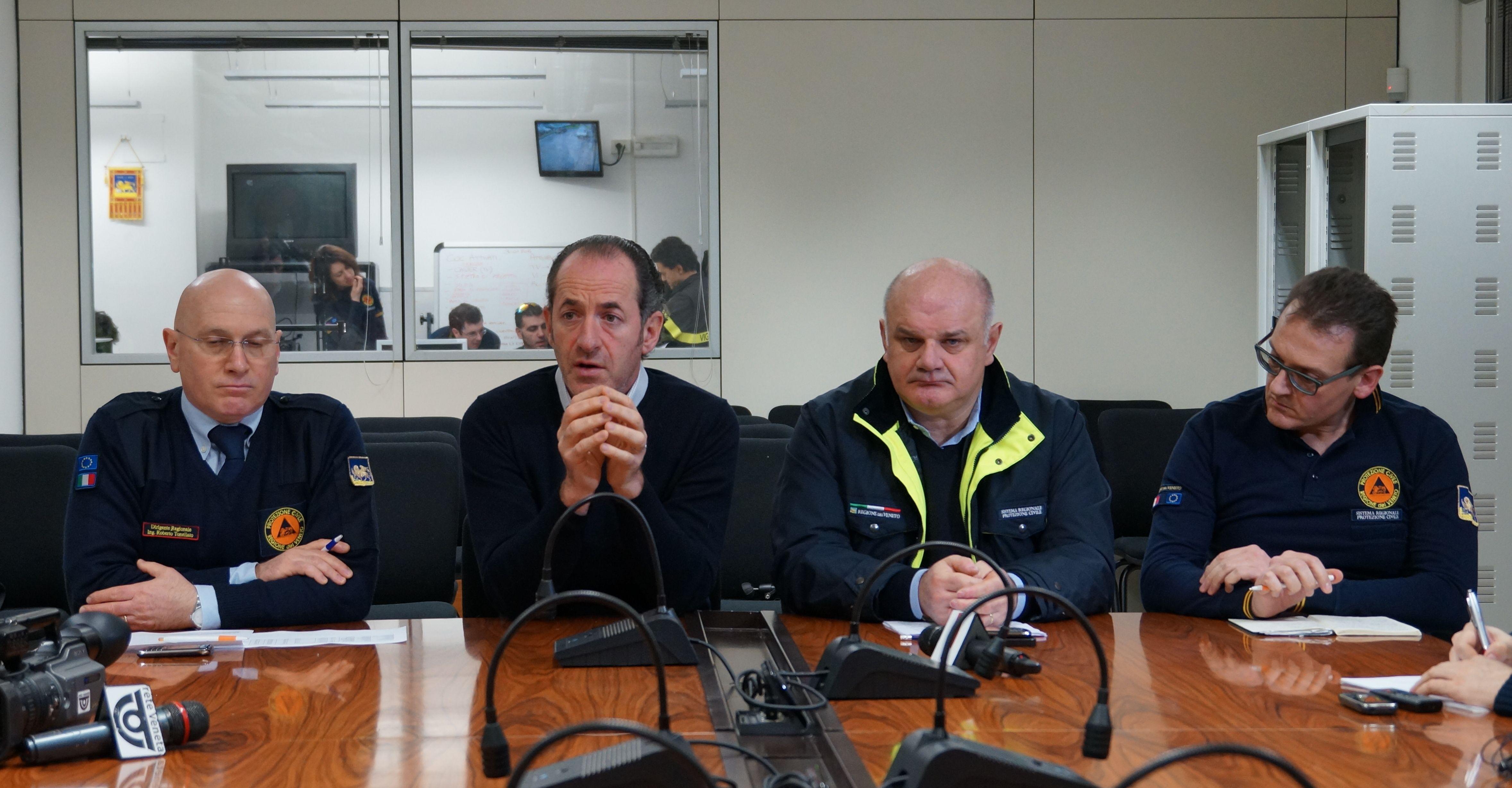 Briefing sull'emergenza maltempo nella sede della Protezione Civile