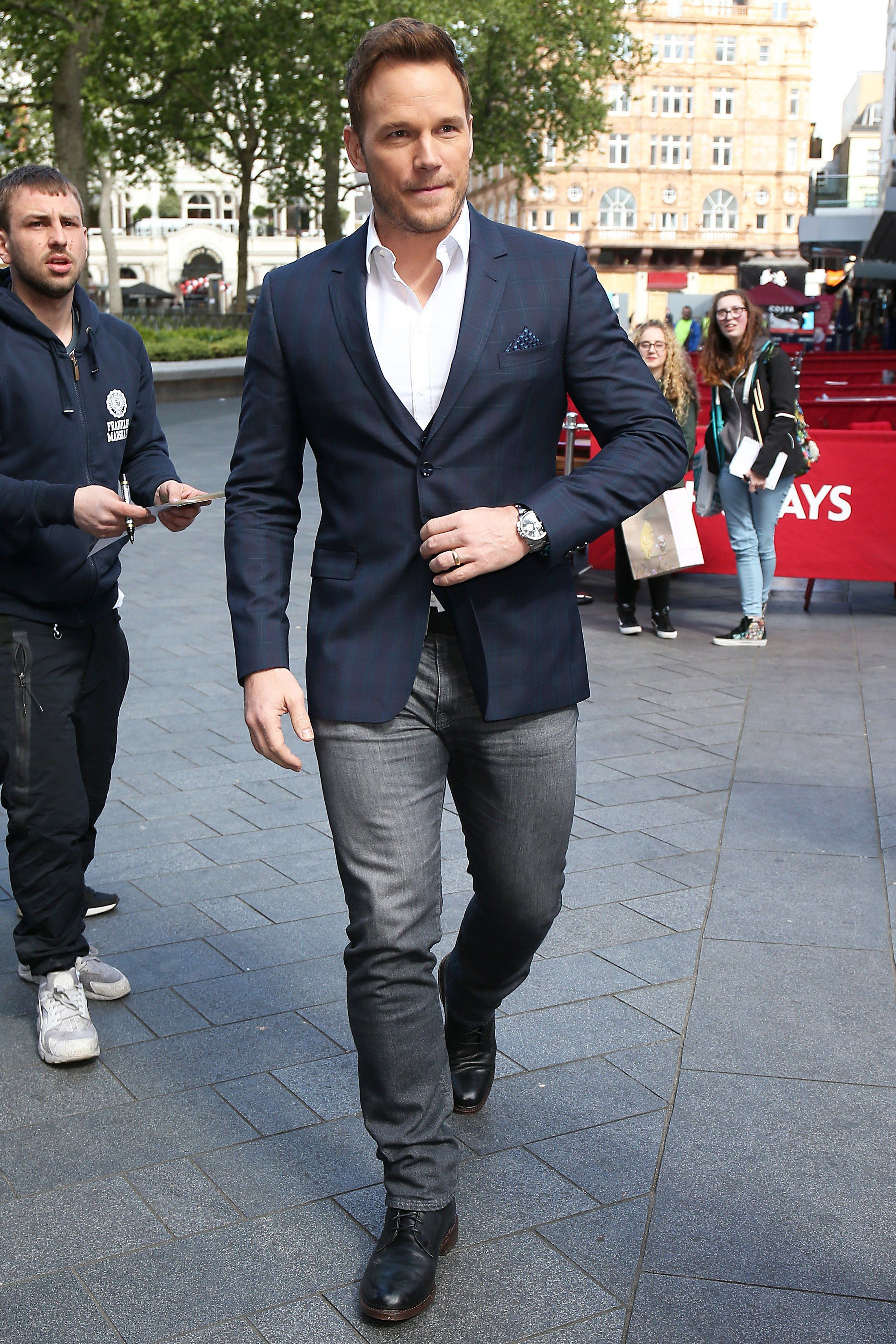 How To Suit Up For Every Upcoming Wedding Blue Blazer Men Grey Pants Men Blazer With Jeans [ 3419 x 2279 Pixel ]