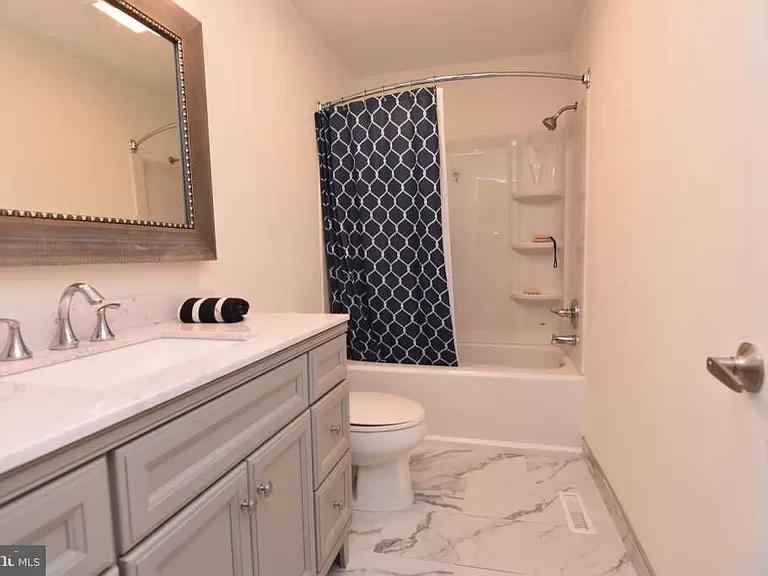 19 Brookside Dr Sewell Nj 08080 Zillow Bathrooms Remodel Brookside Wood Laminate Flooring