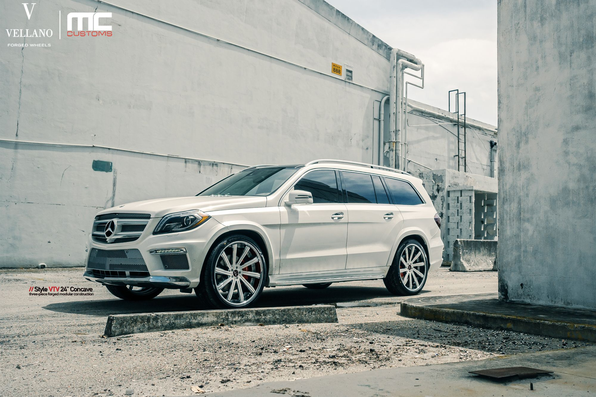 Mercedes Benz GL550 rolling on a set of Vellano VTV 24 ...