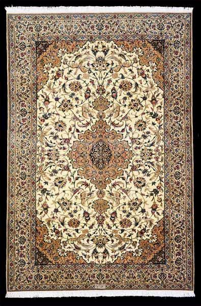 The Silk Highlights In Nain Rugs Makes Their Beauty Stand Out With Images Persian Carpet Nain Rugs Rugs