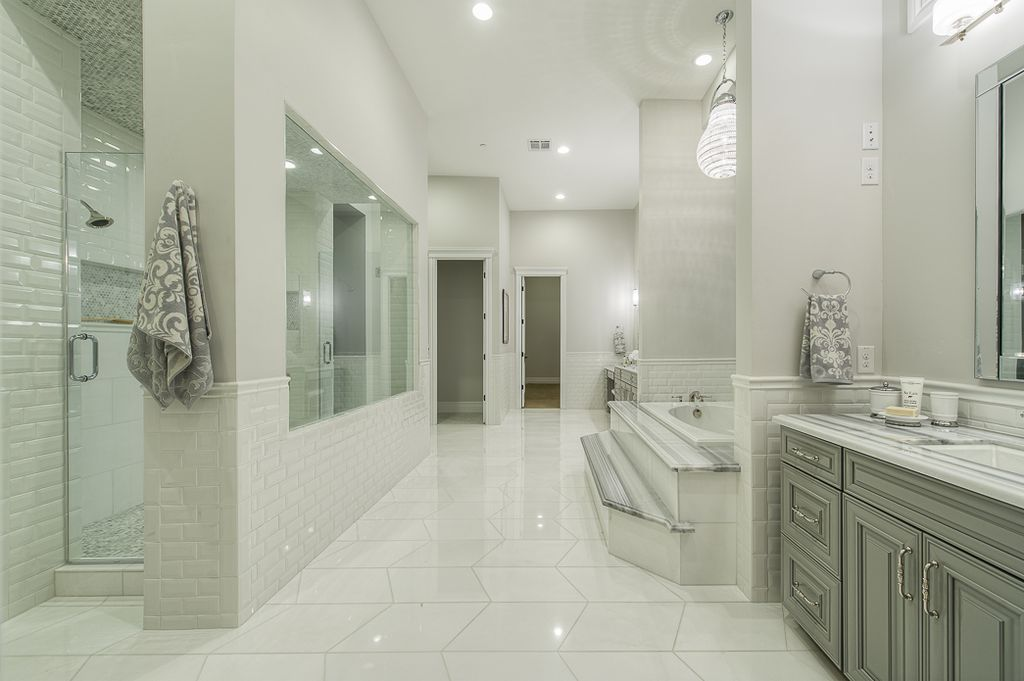 Traditional Master Bathroom with Pendant Light by Green St Communities | Zillow Digs
