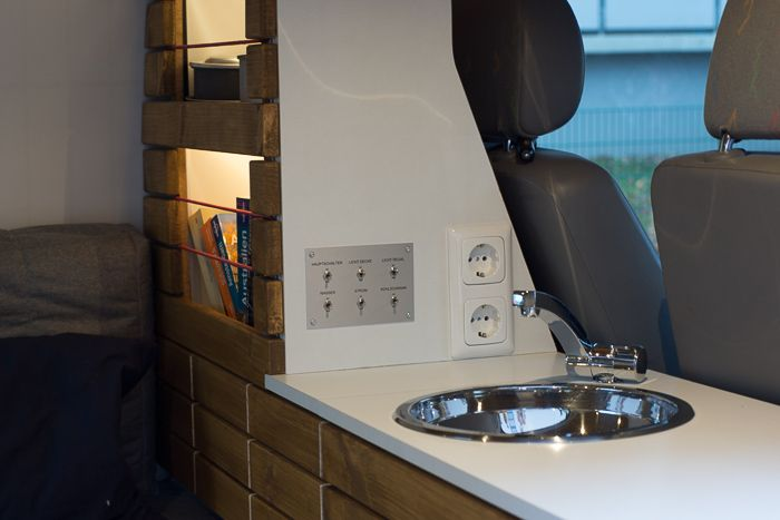 campingbus innenausbau zum wohnmobil das komplettpaket beinhaltet bett mit zusatzausstattung. Black Bedroom Furniture Sets. Home Design Ideas