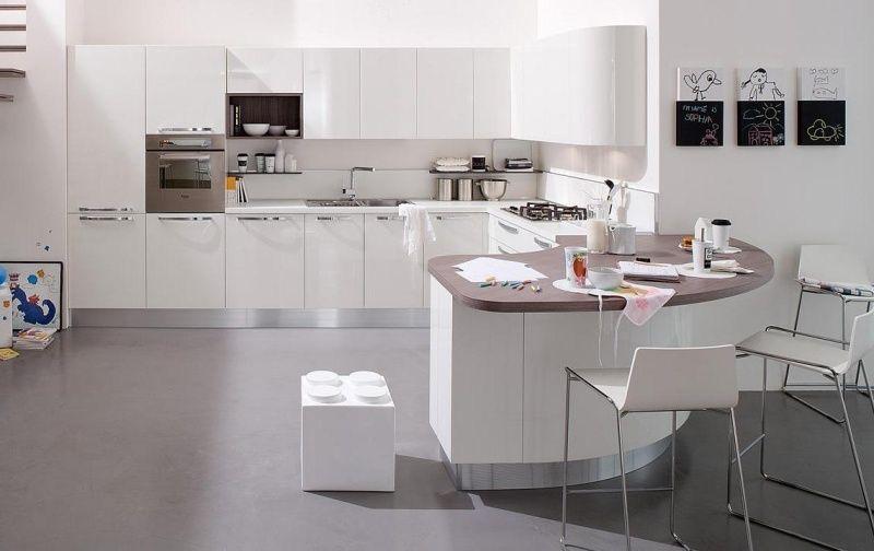 cuisine blanche et lgante avec armoires blanches et revtement de sol gris