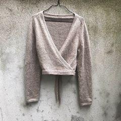 "Photo of KNITTING FOR OLIVE on Instagram: ""Sensommer-slå om ✨ En enkel og klassisk slå-om til fine kjoler, eller højtaljede jeans, på kølige sensommeraftener.  Den strikkes oppefra…"""